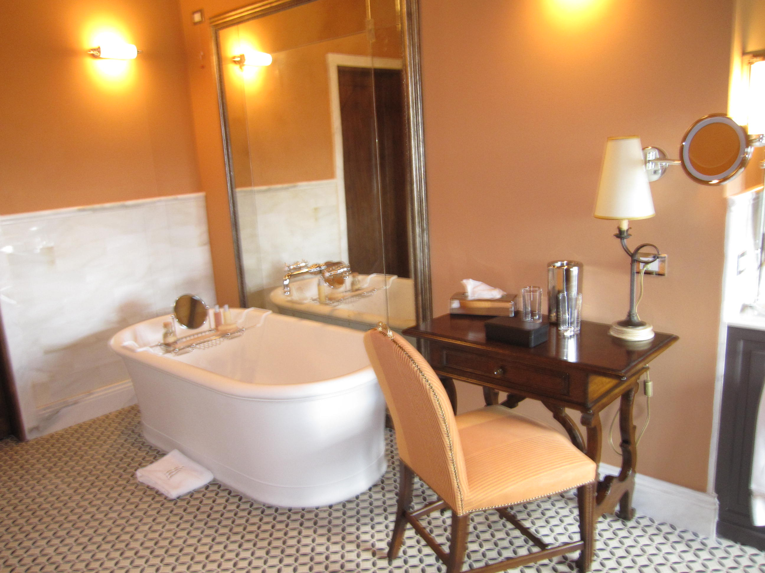 11-bath-tub-and-chair.jpg #11